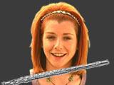 Alyson Hannigan en Michelle Flaherty et sa flute