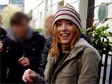 Alyson Hannigan me souriant à la sortie du théatre