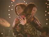Alyson Hannigan en Willow dans les bras de Tara