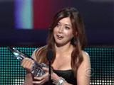Alyson fesant ses remerciements après avoir reçu l'award