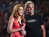 Alyson Hannigan sur scène à côté du leader de Simple plan